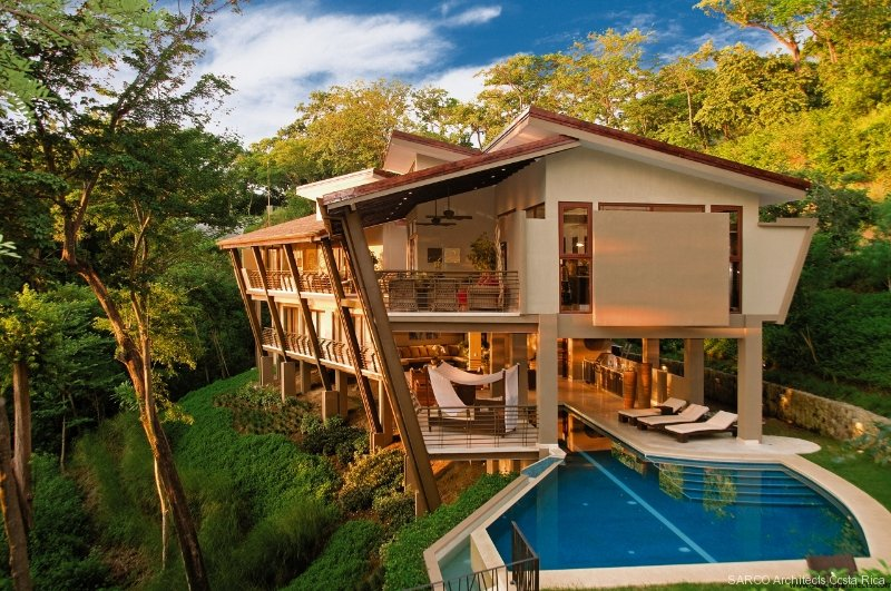 Sarco Architects Costa Rica is being awarded the Americas' Property Award for this magnificent design.